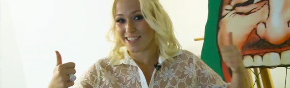 Singer Amelia Lily.