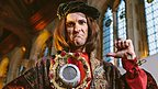 Henry VII sings on Stage