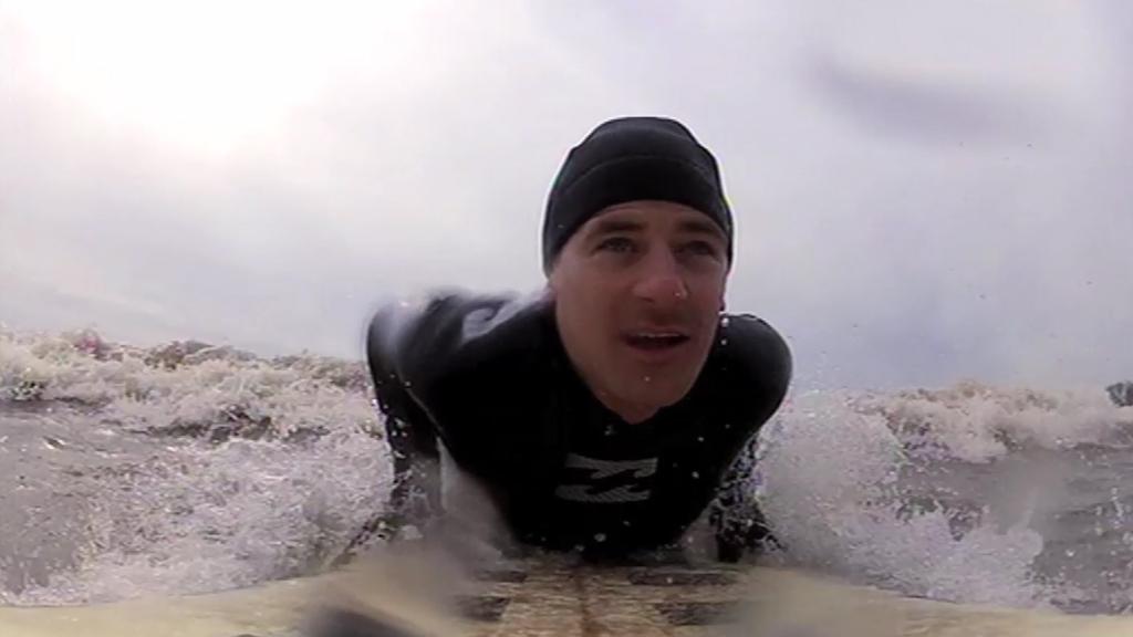Tim surfing
