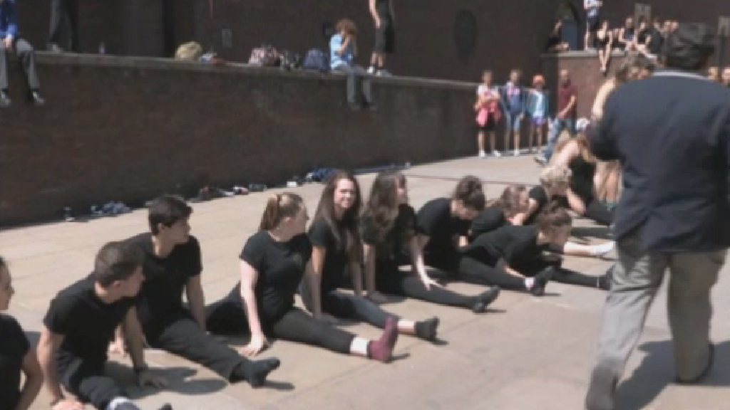 Pupils doing the splits to try and break a new world record.