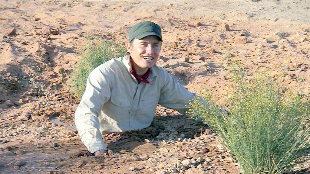 Leo stuck in quicksand.