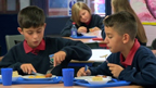 2 school kids eating lunch
