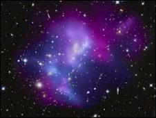 Colisão de aglomerados de galáxias (Foto: NASA/STScI/IfA/C. Ma et al.)