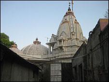 индуистский храм в джунглях
