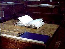 Banco de escuela (foto de archivo)