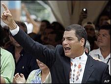 Rafael Correa celebra el triunfo