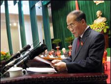Bộ trưởng Tài chính Nguyễn Sinh Hùng tại Quốc hội