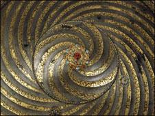 سپر زرنشان اثر استاد محمد مومن، قرن شانزدهم