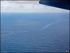 Un avión supervisa la zona donde se cree que cayó el avión de Air France, en junio de 2009.