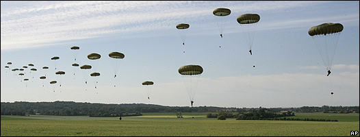 Paracaidistas en Ranville, cerca de Caen, en el oeste de Francia