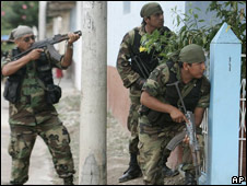 Fuerzas de seguridad peruanas.