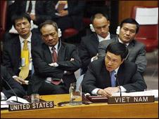 Thứ trưởng Phạm Bình Minh trong một cuộc họp tại LHQ