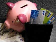 Свинья-копилка и пластиковые карты