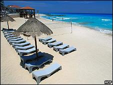 Playa de Cancún, casi vacía, durante la crisis de la gripe porcina, en abril