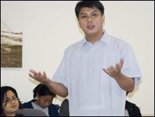 Ông Roby Alampay trong buổi nói chuyện tại trường đại học UCLA