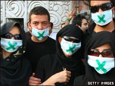 Manifestantes partidários de Mir Houssein Mousavi em Teerã (Getty Images, 18/6)