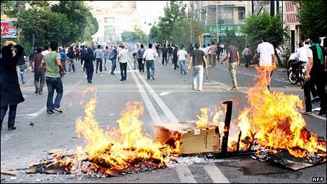 درگیری معترضان با پلیس