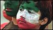 Niño con la bandera iraní pintada en el rostro