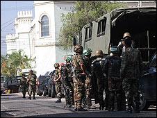 Los militares en el Estado Mayor Conjunto en Tegucigalpa. Cortesía de el diario La Prensa.