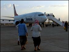 العثور على صندوق اسود للطائرة اليمنية 090630060422__226x170