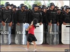 Militares de Honduras resguardan el congreso.