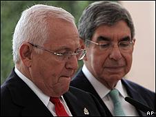 Roberto Micheletti y el presidente de Costa Rica, Oscar Arias