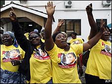 Mujeres ghanesas con camisetas de Obama.