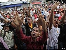 Seguidores del depuesto presidente Manuel Zelaya protestan en Tegucigalpa