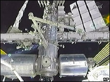 Acople del transbordador Endeavour y la Estación Espacial Internacional.