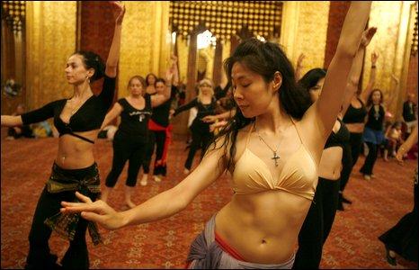 احدى قاعات الرقص الشرقي