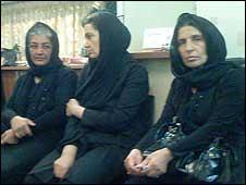 مادر سهراب اعرابی، ندا آقا سلطان و اشکان سهرابی - عکس از وبسایت کمپین یک میلیون امضا