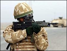 Một người lính Anh tại Basra