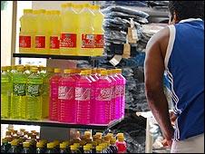Productos en un mercado cubano. Foto: Raquel Pérez.