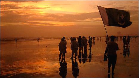 [Image: 090815125021_clifton_beach466.jpg]