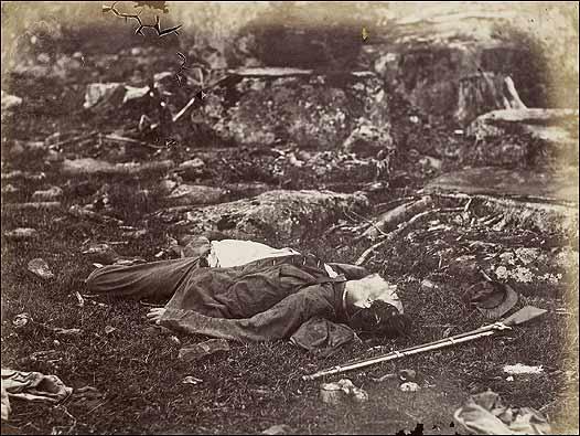 Víctima de la guerra en un campo de batalla