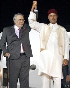 Ali al-Megrahi, junto al hijo de Muamar Gadafi.