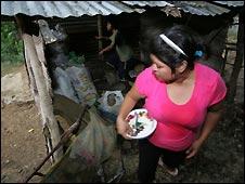 Mulher em barraco no México