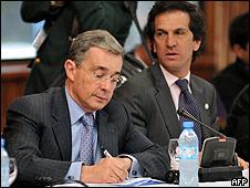 Álvaro Uribe y su canciller Jaime Bermúdez