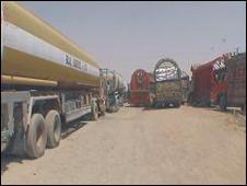 کامیون ها در مرز چمن - عکس آرشیوی