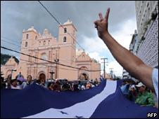 Seguidores de Zelaya marchan en Tegucigalpa