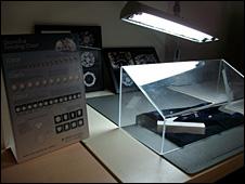 Mesa para examinar diamantes