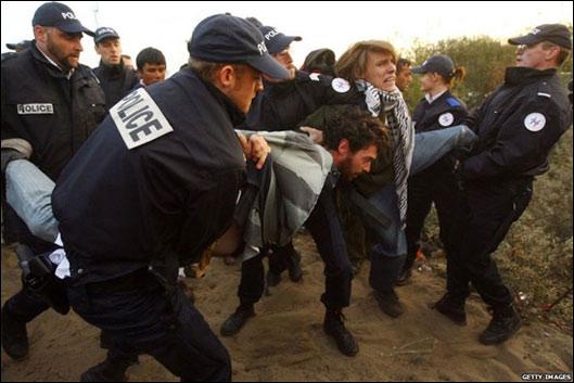 پلیس در اردوگاه کاله