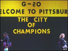 Cartel de bienvenida al G20 en Pittsburgh