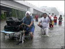 Personas evacuadas en Manila