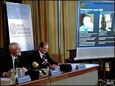 Momento del anuncio del Nobel de Física 2009
