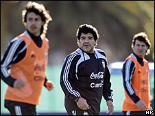 Diego Maradona, Pablo Aimar y Leo Messi, durante un entrenamiento
