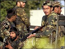 Soldados cerca del cuartel general en Rawalpindi