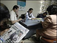 Manuel Zelaya, presidente depuesto de Honduras, con su equipo negociador