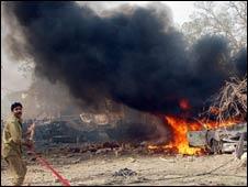 لاہور ایف آئی اے کی عمارت پر حملہ