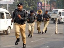 پولیس پر حملے